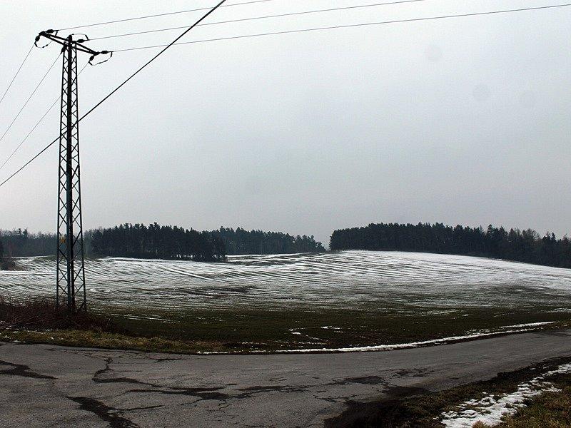 Záměr vybudování větrné farmy u Kosovy Hory - na křižovatce u bramborárny vyústí obslužná cesta ke čtvrtému stožáru.