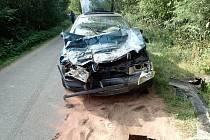 Dopravní nehoda v nepřehledném úseku mezi Roudným a Laby.