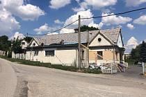 Postupická sokolovna doznává změn. Aktuálně se opravuje střecha budovy.