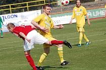 Miloslav Strnad (uprostřed) v dresu Sokolova.