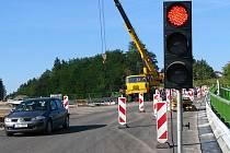 Přemostění železniční tratě mezi Střelítovem a Nazdicemi v průběhu posledních pěti let.