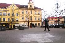 Hákový kříž na Masarykově náměstí.