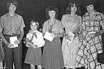 Také pro ocenění nejlepších žáků Základní devítileté školy v Týnci nad Sázavou dorazili někteří žáci v pionýrském kroji.