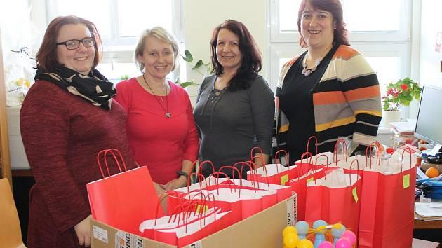 Příprava na Benefiční koncert v podání pracovnic Farní charity Vlašim.