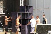 Elektronická hudba bude znít po celý víkend Táborskými kasárnami v Benešově.