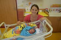 Damián Hlinka se Adéle Uchytilové a Martinu Hlinkovi narodil v benešovské nemocnici 13. října 2021 v 18.22 hodin, vážil 3600 gramů. Doma v Benešově na něj čekaly sestry Bela (4,5) a Elen (1,5).