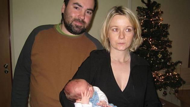 Rodiče malé Karolínky při slavnosti v porodnickém oddělení NRS