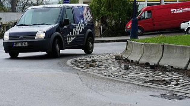 Silnic, které čekají na opravy je na Benešovsku stále hodně.