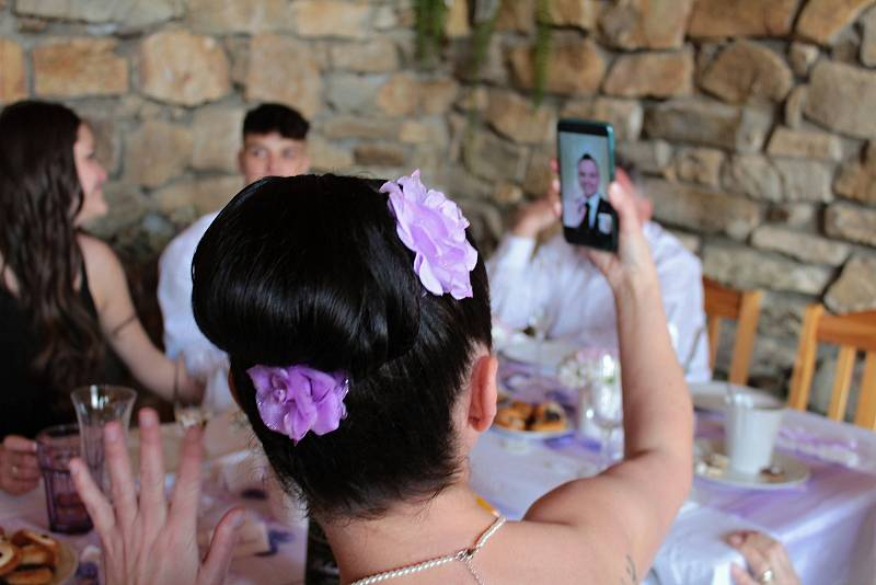 Svatební hostina novomanželů Michala a Světlany Šulcových se konala v jeden okamžik na dvou místech vzdálených od sebe přes dva tisíce kilometrů.
