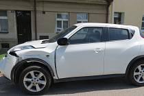 Policisté pátrají po řidiči, který v Křížíkově ulici naboural v úterý 7. června odpoledne Nissan Juke a ujel.
