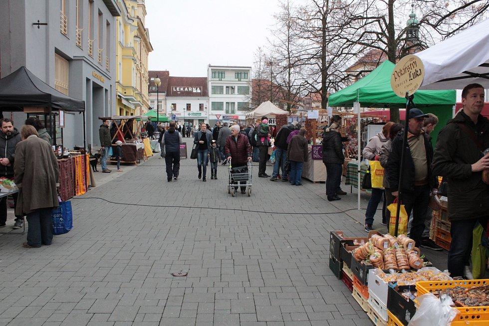 Farmářský trh na Masarykově náměstí, sobota 10. listopadu.