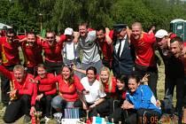 Vítězná družstva kozmických dobrovolných hasičů.