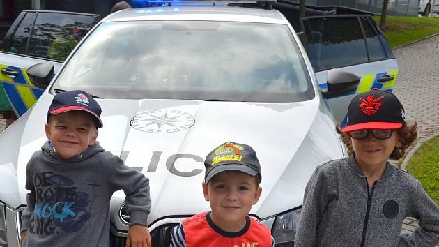 Do MŠ v Mrači zavítala pojízdná jednotka a policista z Prahy.