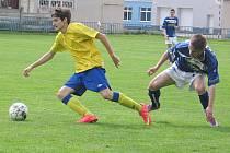 Sedmnáctka Benešova (na snímku ve žlutém Tomáš Říha) prohrála na Kladně 2:3.