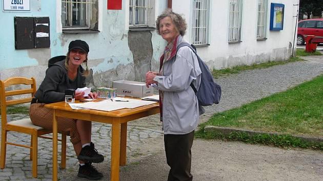 Marie Kliková v 75 letech šlapala 15 kilometrů.