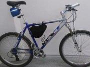 Ve ztrátách a nálezech z Vlašimi je nyní několik klíčů i na pohled nové jízdní kolo.