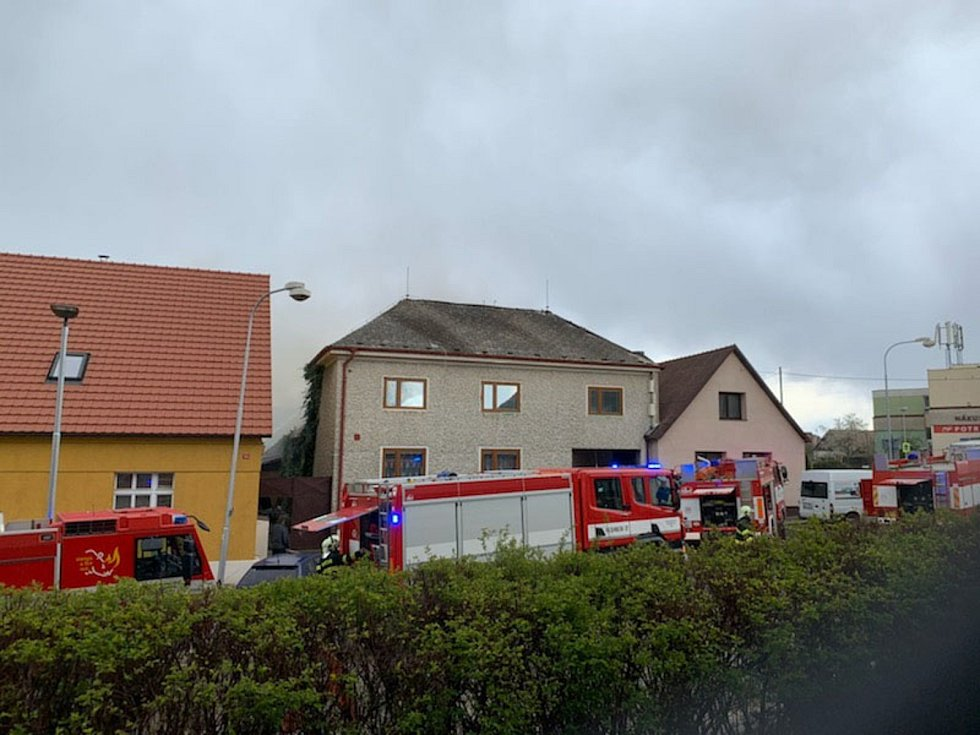 Požár rodinného domu vypukl v Čechtitích ve středu 5. května po páté hodině odpolední.