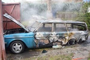 Požár vozidla ve Zvěstově na Benešovsku.