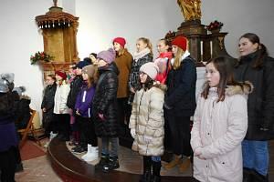 Dětský pěvecký sbor Domu dětí a mládeže Benešov zpíval v kostele sv. Klimenta.