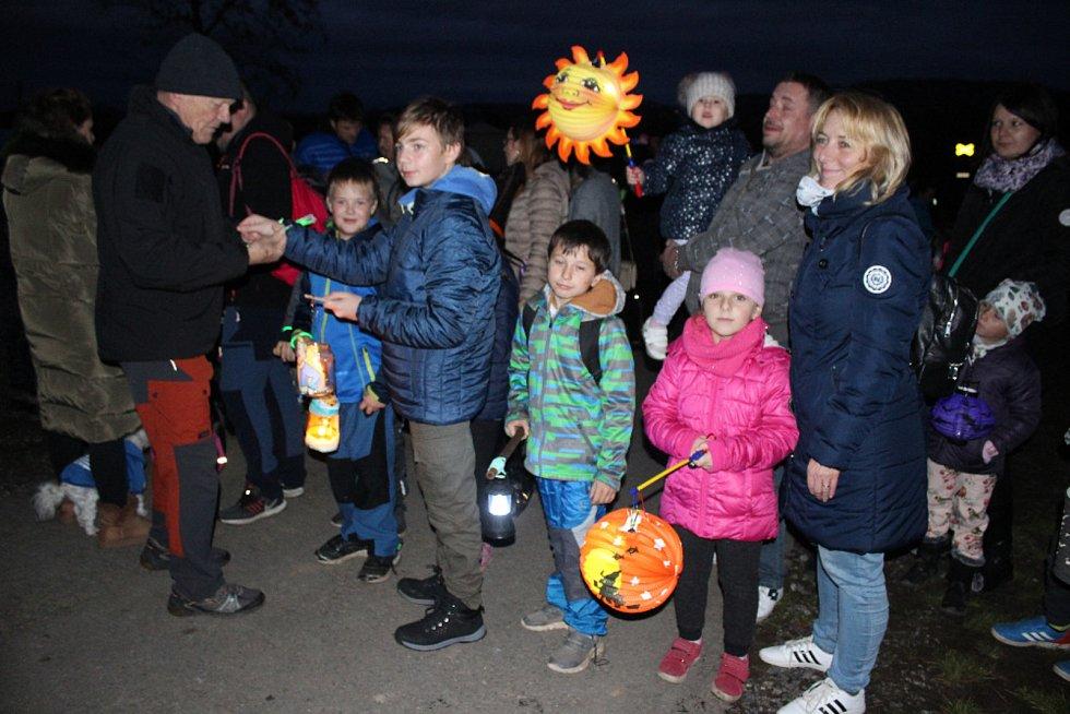 Děti čekal v motoristickém areálu Poříčí nad Sázavou pohádkový strašidelný večer.