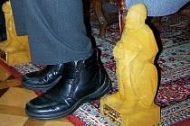 Kdo si položí k nohám pískovcového Blanického rytíře bude jasné až o Velikonocích