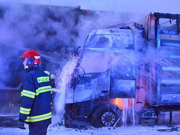 Řidiči si neuvědomují, že pokud by hořela dvě osobní auta, byla by díky jejich neschopnosti  bilance požáru otřesná.