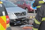 Nehoda tří osobních aut v Nádražní ulici v Benešově.
