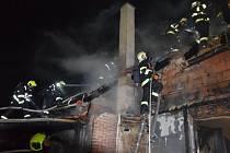 Požár řadového rodinného domu v Osnici.