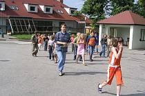 Evakuace žáků jankovské školy.