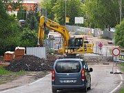 Budování mostu na výpadovce na Trhový Štěpánov.