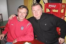 Po třiceti letech se sešli spoluhráči z Chebu, kde spolu na vojně hráli 1. ligu – současný trenér Viktorie Plzeň Pavel Vrba a benešovská ikona a ještě hráč béčka Sázavy Petr Čermák.