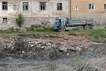 Z rekonstrukce Pivovarského rybníka v Louňovicích pod Blaníkem.