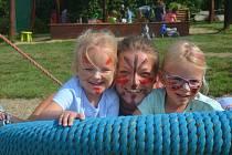 Děti si v Mateřské škole MiniSvět v Mrači vyzkoušely život indiánů.