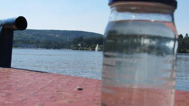 Laický test kvality vody na Slapské přehradě