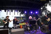 Ze 3. ročníku open-air festivalu Michala Prokopa Krásný ztráty live.