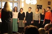 Z benefičního koncertu pěveckého sboru Chrpy ve Ville Vallile