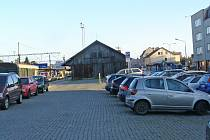 Parkovací dům postaví místo skladiště a části rampy. Pojme 395 aut a 42 jízdních kol.