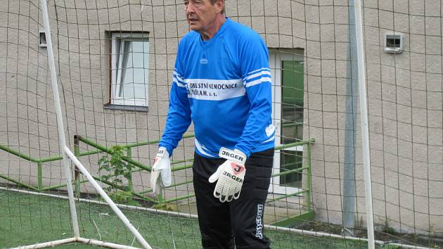 Antonín Podzimek jako brankář.