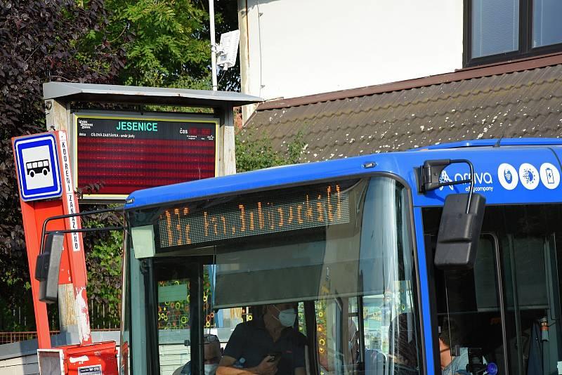 Autobusová zastávka ve městě Jesenice na Praze-západ v sobotu 11. září 2021.