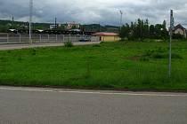 Pozemek v Čerčanech, kde má stát Tesco