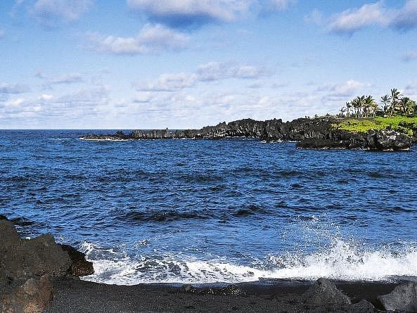 Známý cestovatel, fotograf a spisovatel Leoš Šimánek společně s manželkou, synem a dcerou navštívil všech šest hlavních havajských ostrovů a z exotické cesty pořídil stovky snímků