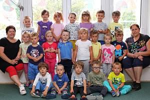 Třída Žabičky a Rybičky s učitelkami Janou Víškovou a Lenkou Mrázovou v Mateřské škole v Sázavě.