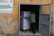 Pomoc z Olbramovic dorazila do potravinové banky v Litoměřicích.