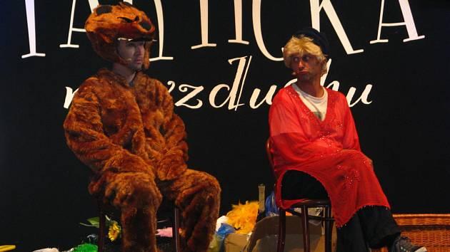 Na pódiu přírodního divadla Konopiště vystoupila vedle české Partičky i ta ze Slovenska.