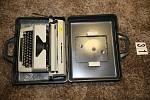 Odcizený psací stroj, jehož majitele hledají policisté.