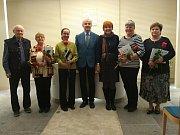 Promoce studentů Univerzity třetího věku v obřadní síni v Benešově.