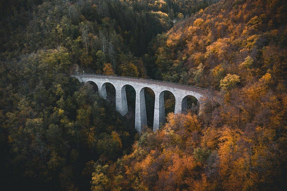 Železniční viadukt Žampach.