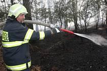 V těchto extrémně suchých nech se množí požáry lesních porostů, polí a trávy.