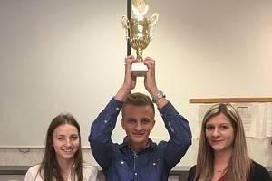 Vítězně družstvo školního kola soutěže Ekotým 2019 ve složení Anna Novotná, Veronika Neprašová a Jakub Jiřík.