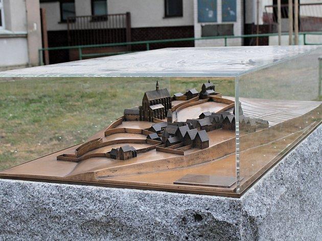 Model středověkého Benešova chrání kamera i plexisklový kryt.